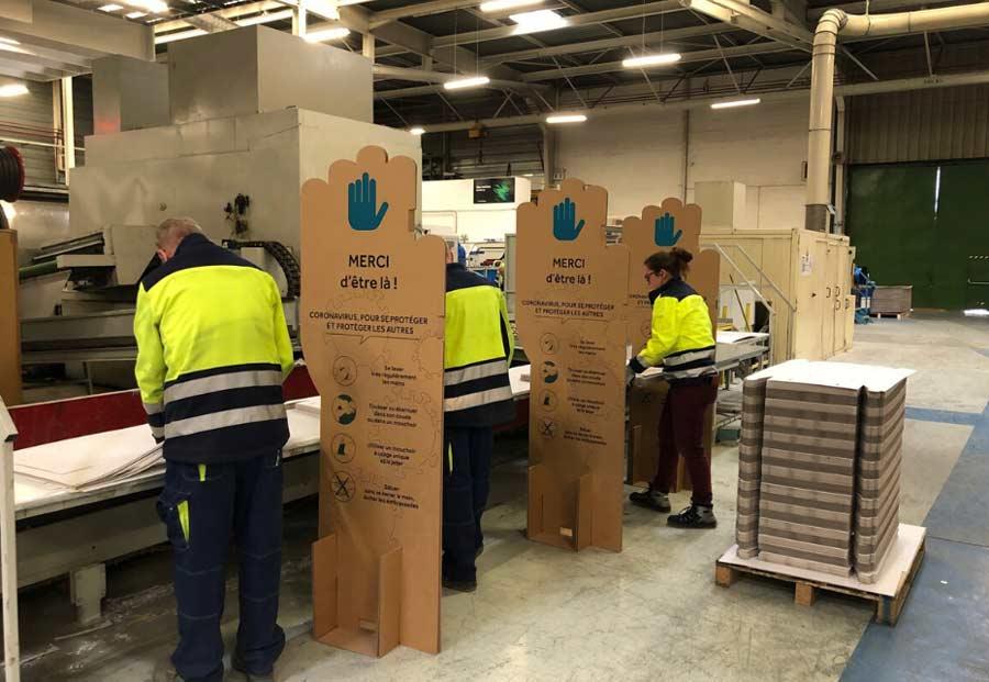 Utilisation de séparateurs cartons pour distanciation sanitaire